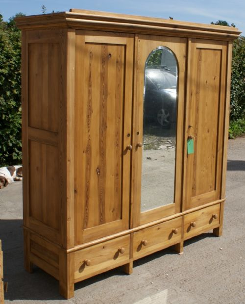 a stunning 19th century very large antique dutch solid. Black Bedroom Furniture Sets. Home Design Ideas