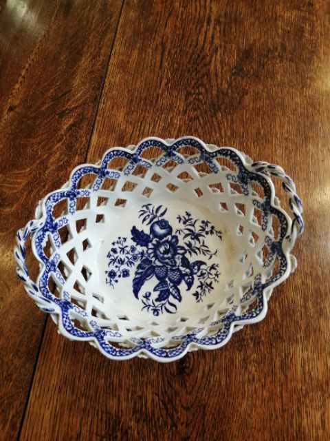 worcester blue and white chestnut basket