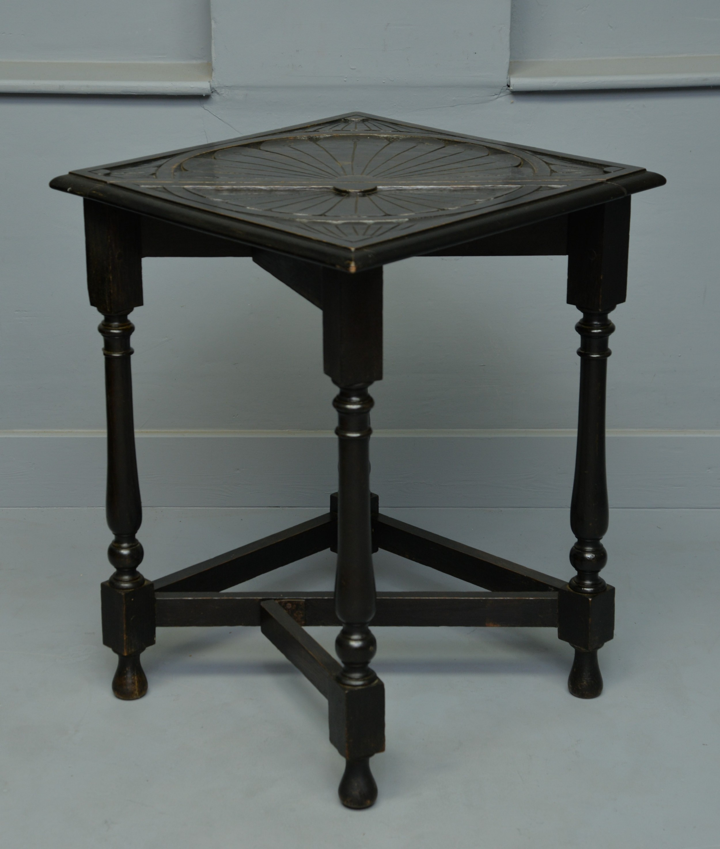 Charming Victorian Oak Gate Leg Occasional Side Table