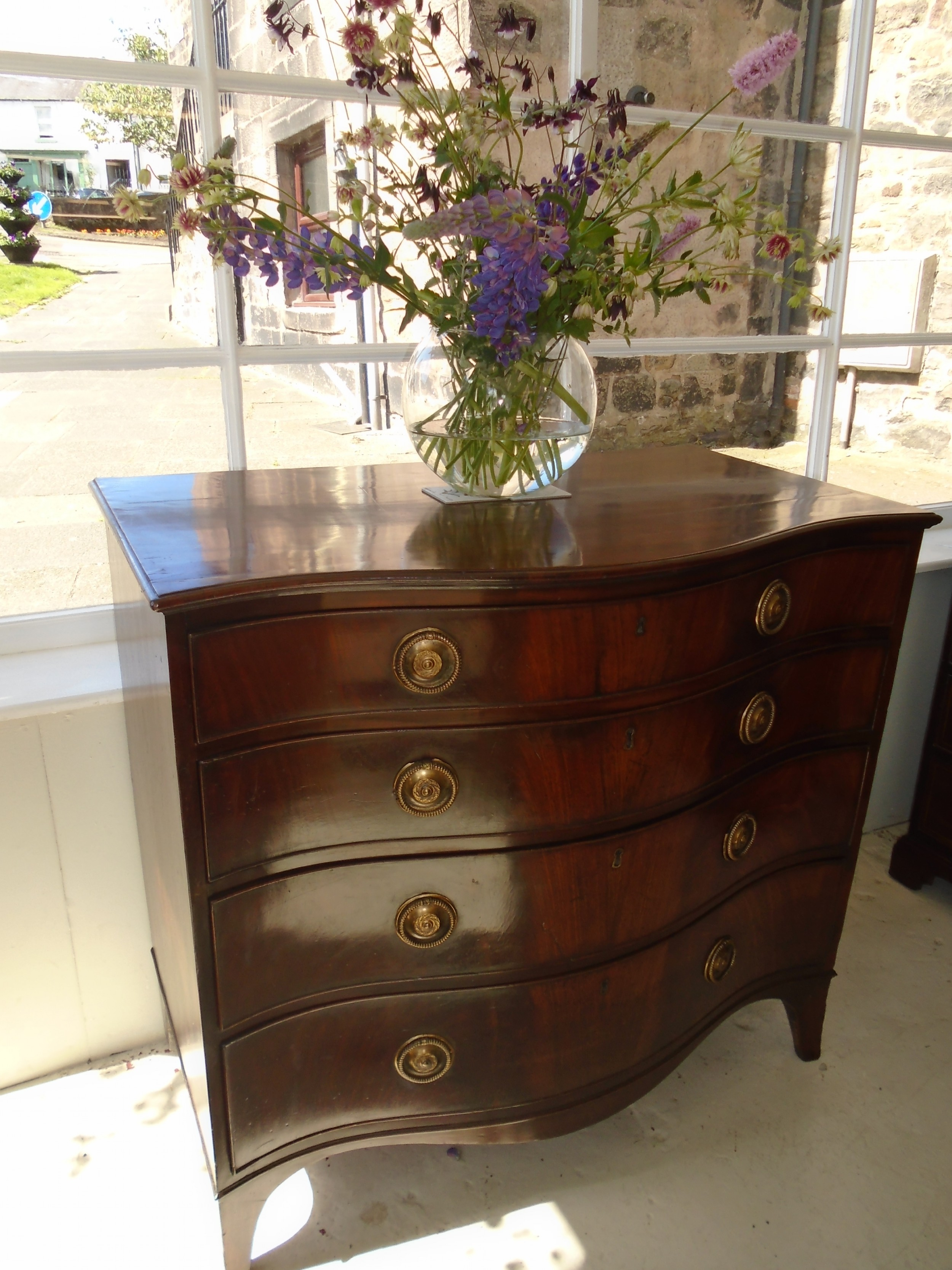 18th century serpentine chest of drawers