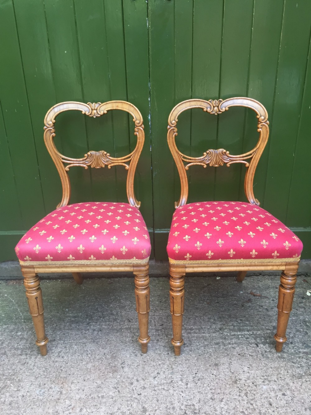 pair of early c19th william iv period maple bedroom or occasional chairs in the manner of gillows