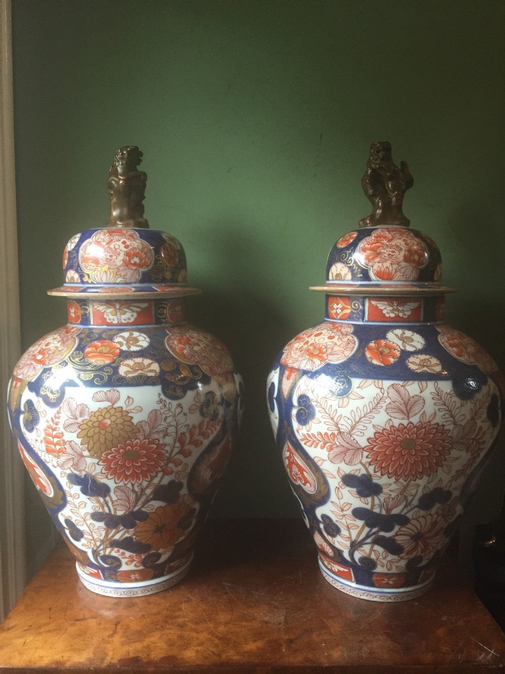 fine pair of c18th japanese imari pattern porcelain vases and covers