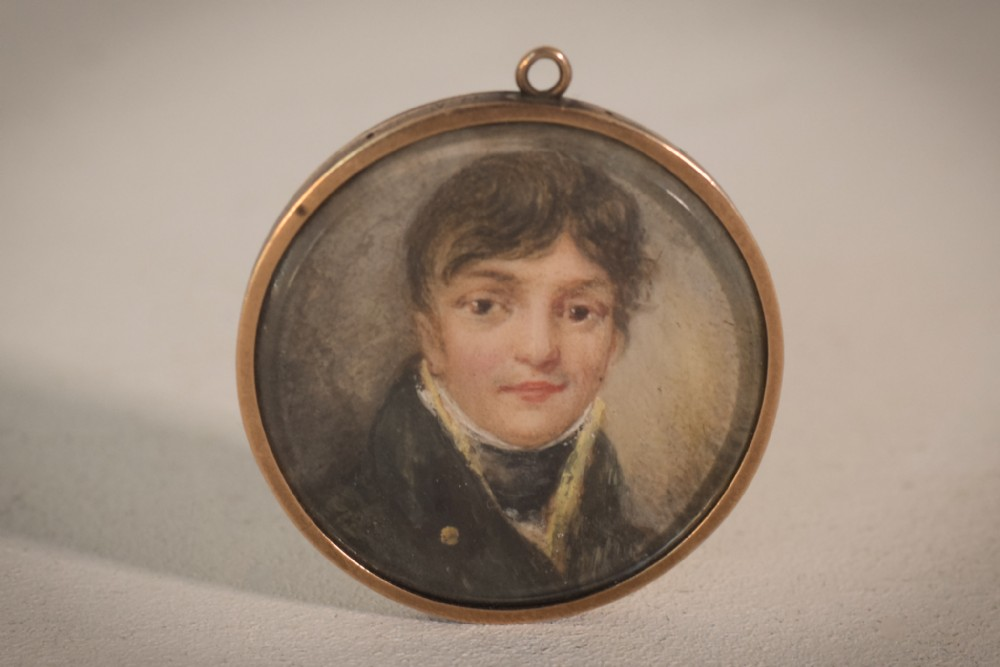 a possible miniature of a chubby turner in 14 carrot gold frame