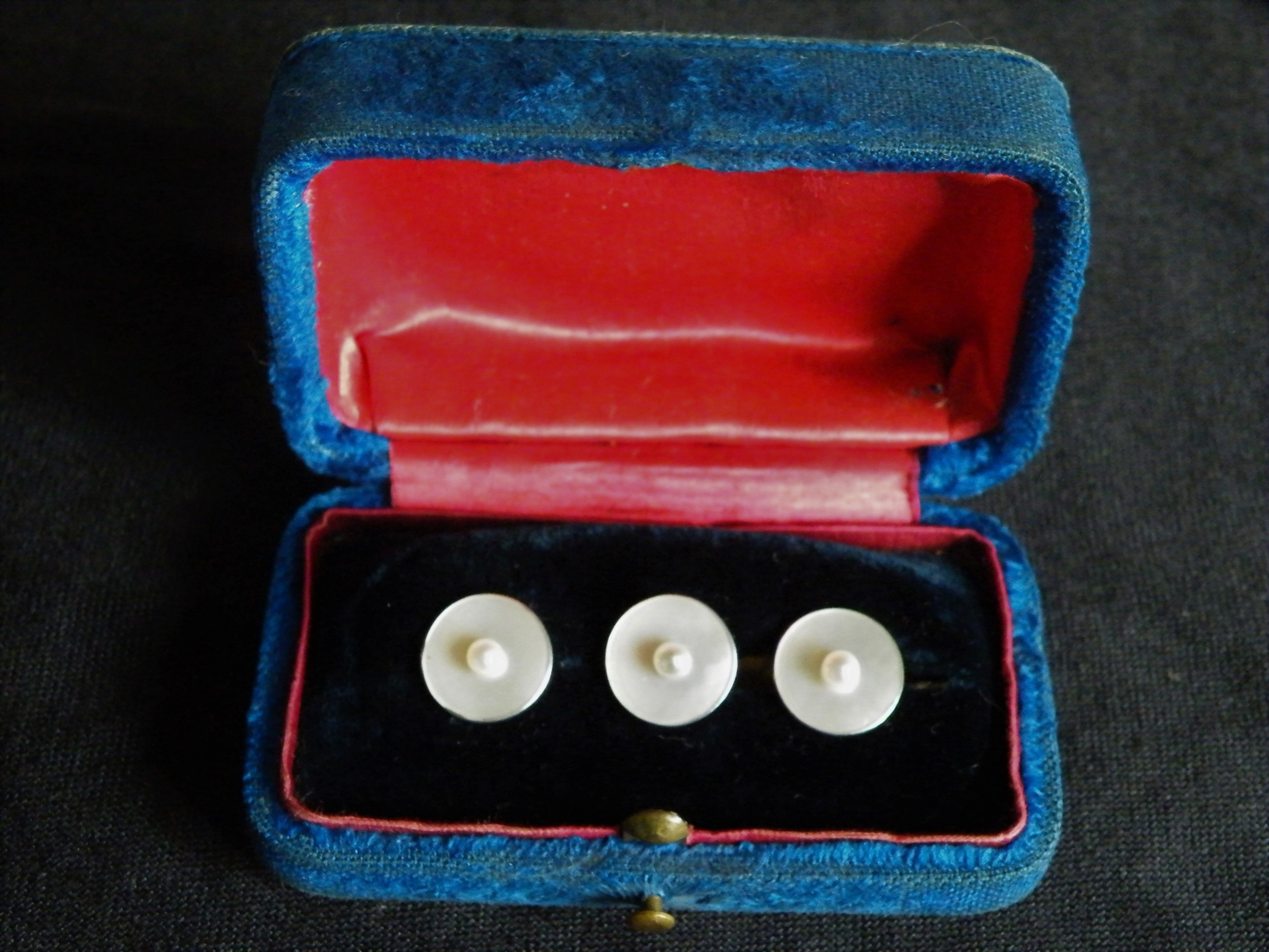 a good set of three edwardian 15 carat gold pearl and mother of pearl gentlemans dress studs