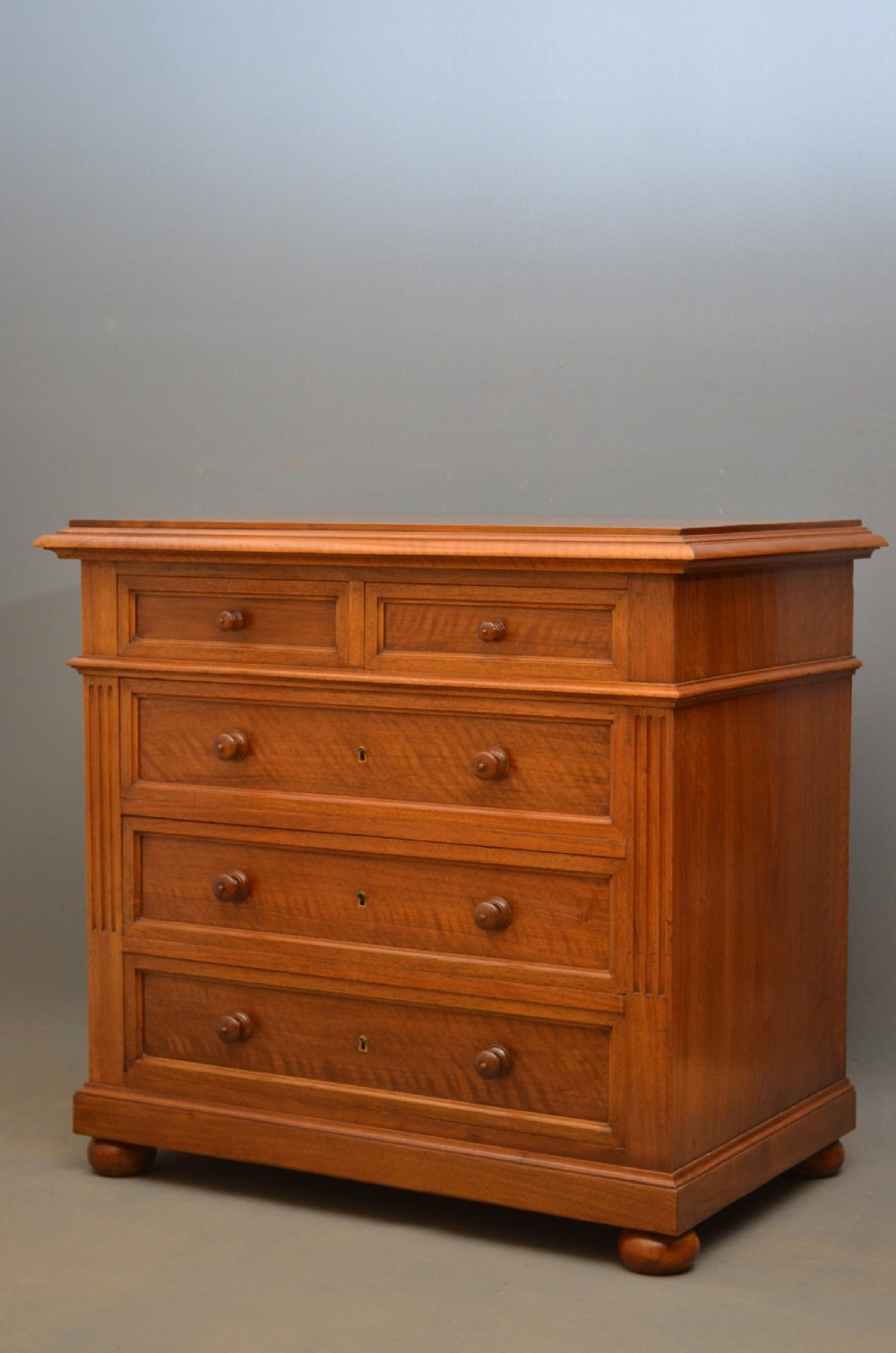 fine continental chest of drawers in walnut