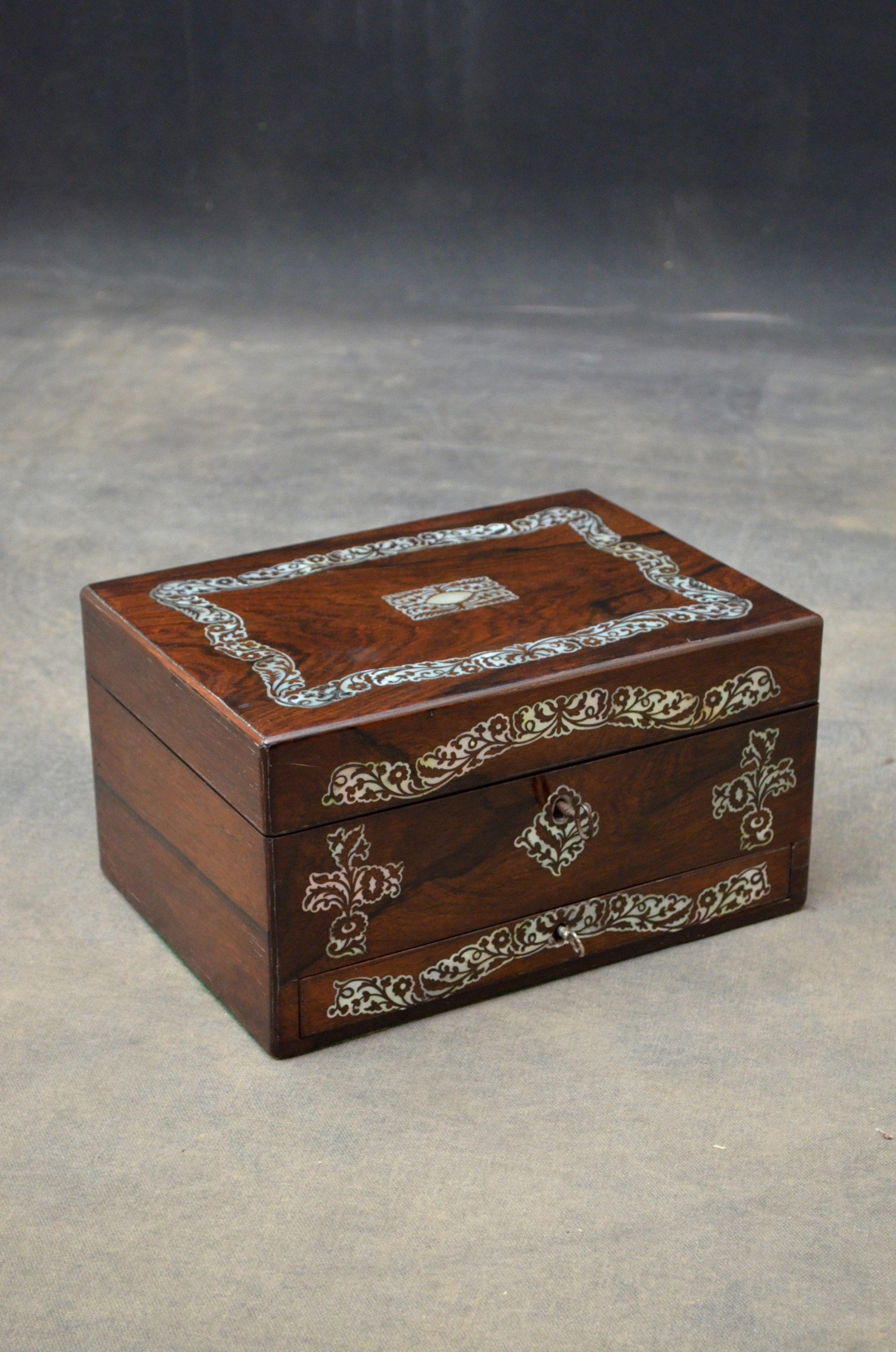 early victorian rosewood jewellery box with tray