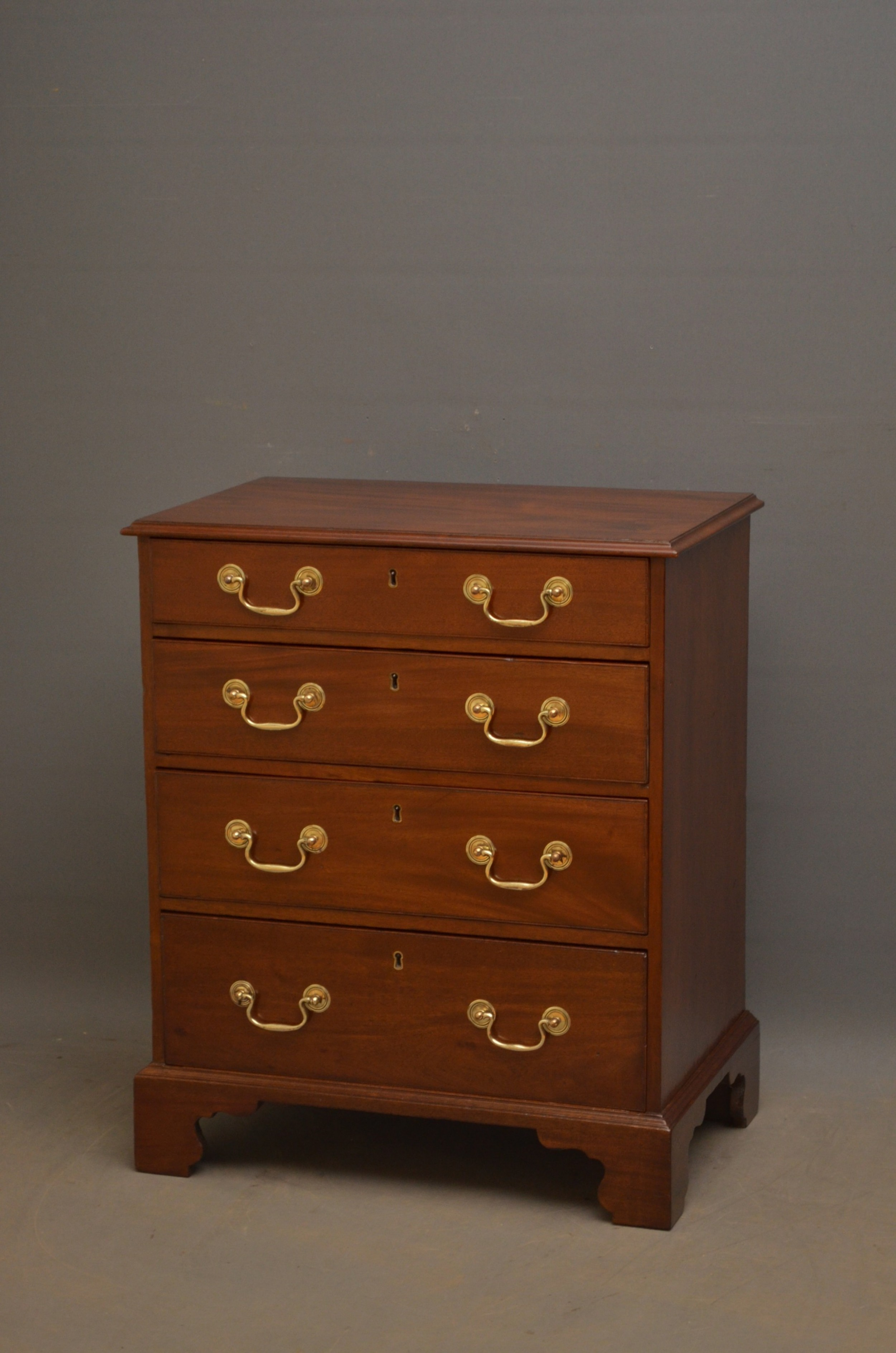 georgian revival mahogany chest of drawers of small proportions