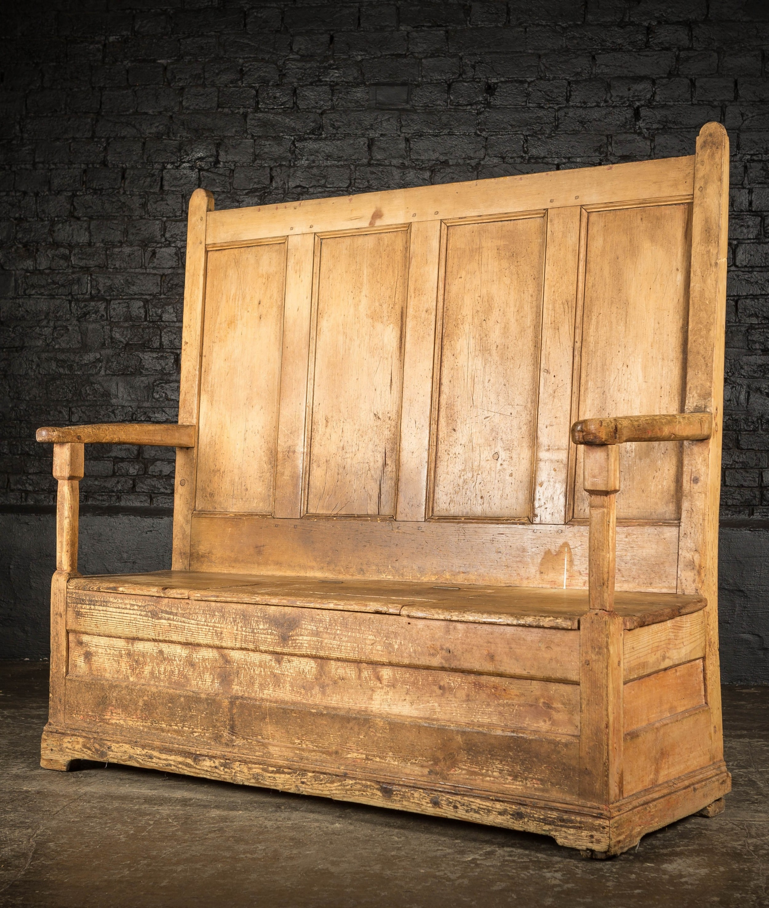georgian pine welsh settle with lift up seat storage