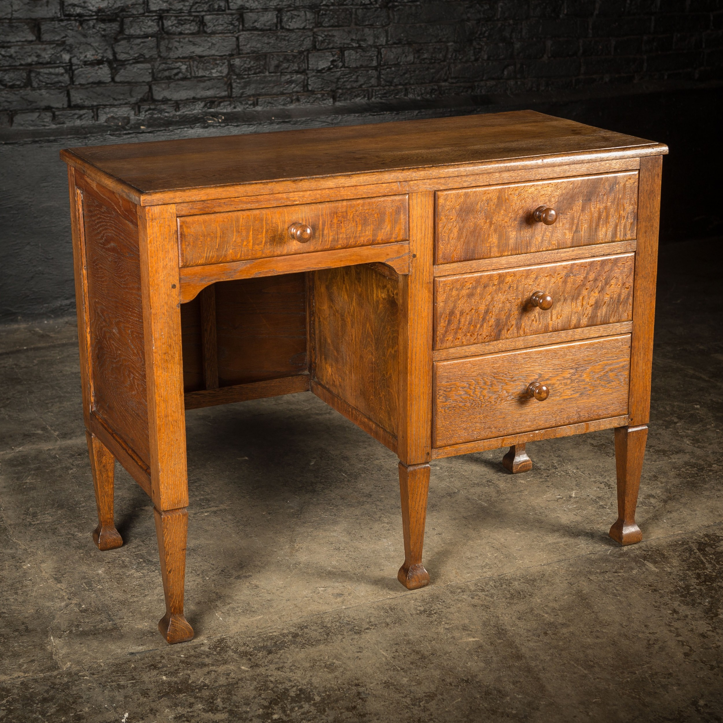 small arts craft oak desk with quarter sawn drawer fronts