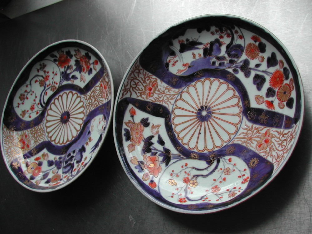 japanese 18th century porcelain imari pair of saucer dishes