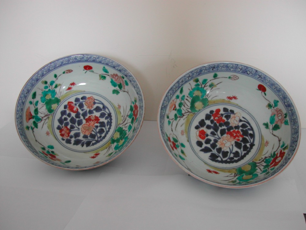 kakiemon arita enamel pair of bowls dating to the late 17th early 18th century