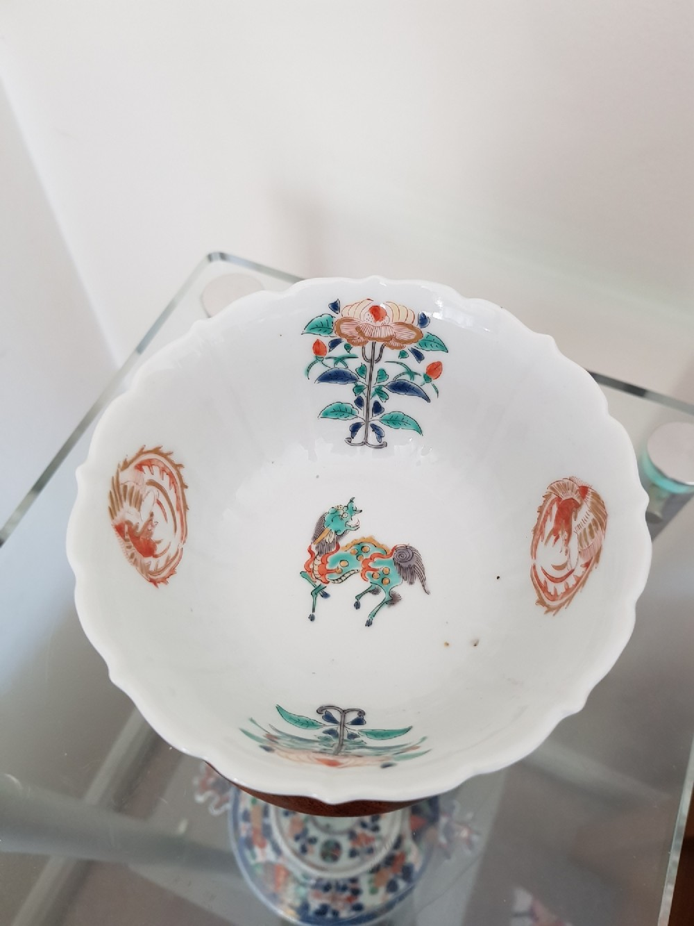 japanese kakiemon bowl probably arita with everted petal shaped rim dating to the 18th century