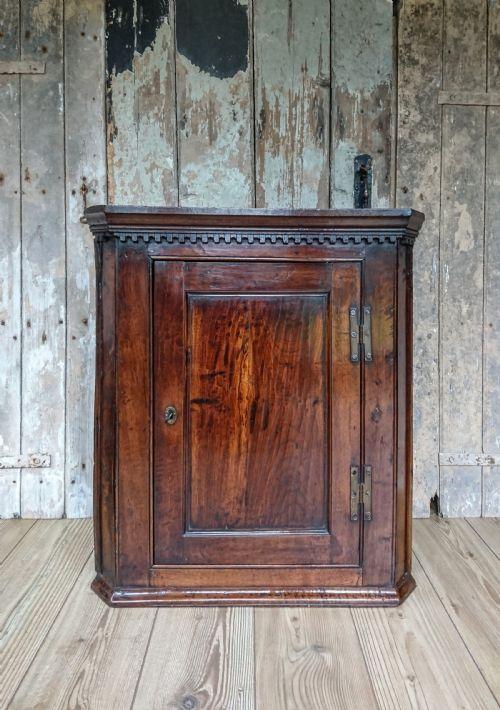 Paul Dunn Antiques - Antique Corner Cupboards - The UK's Largest Antiques Website