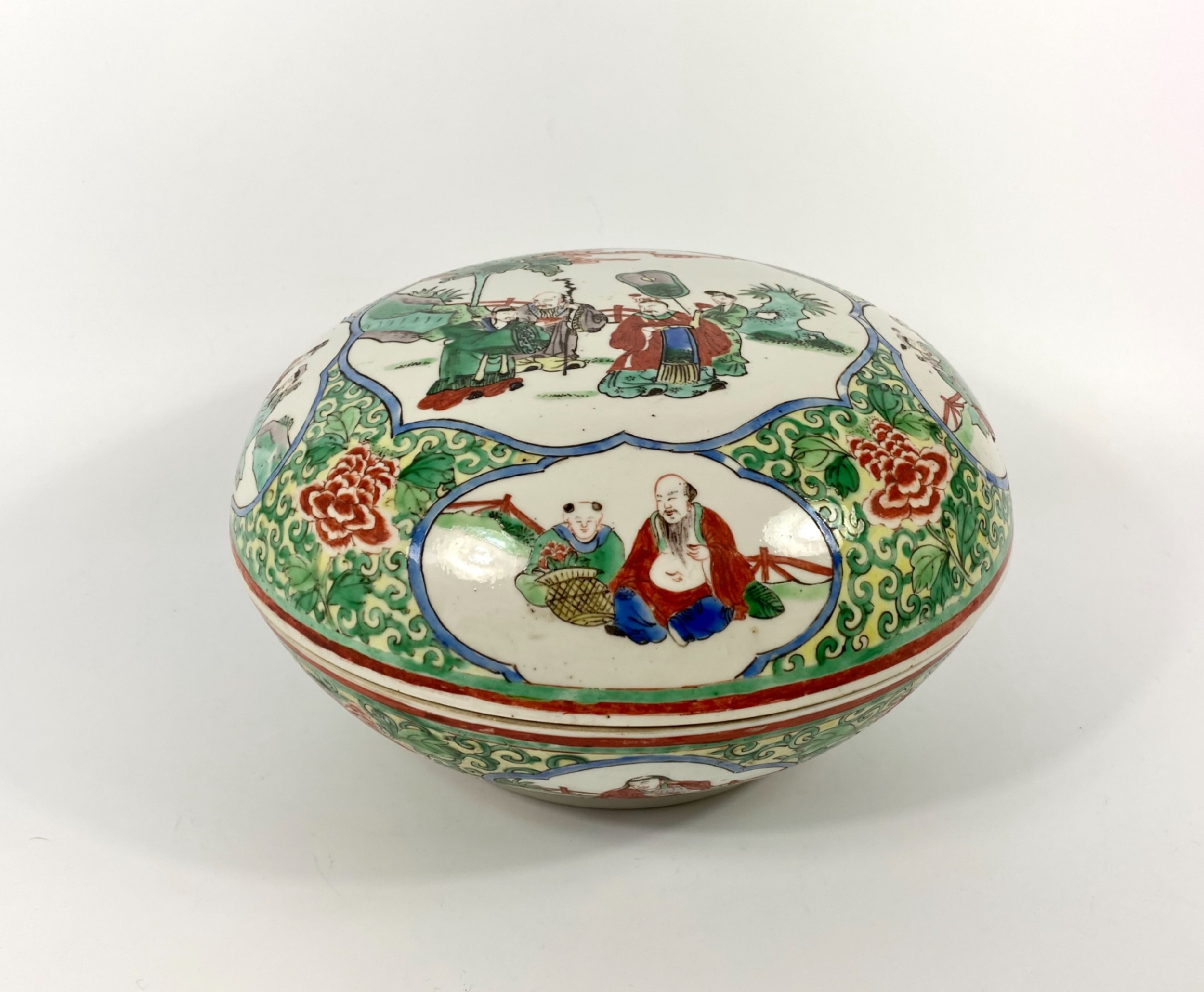 large chinese porcelain box and cover c 1900 qing dynasty
