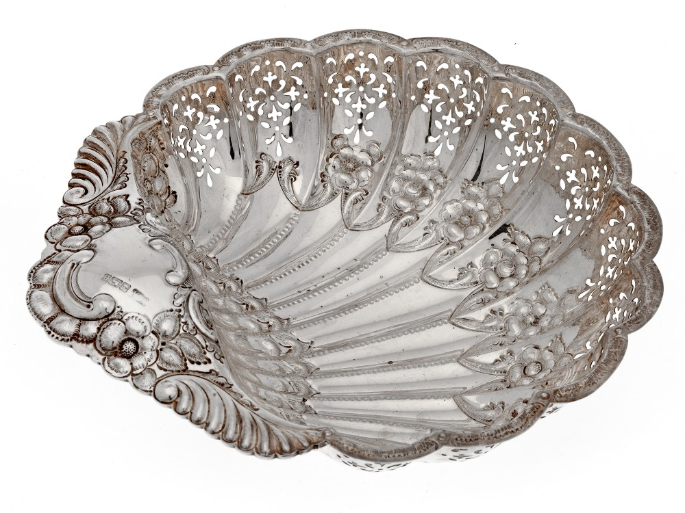 edwardian silver shell shaped dish with scalloped border and pierced body