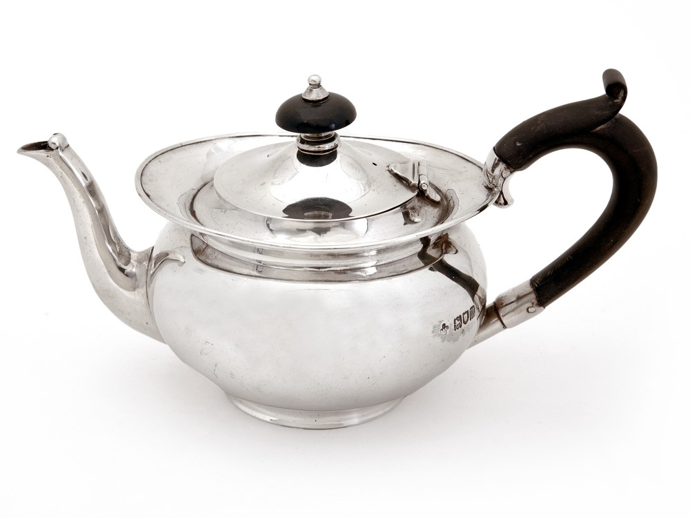 plain silver edwardian bachelor sized tea pot