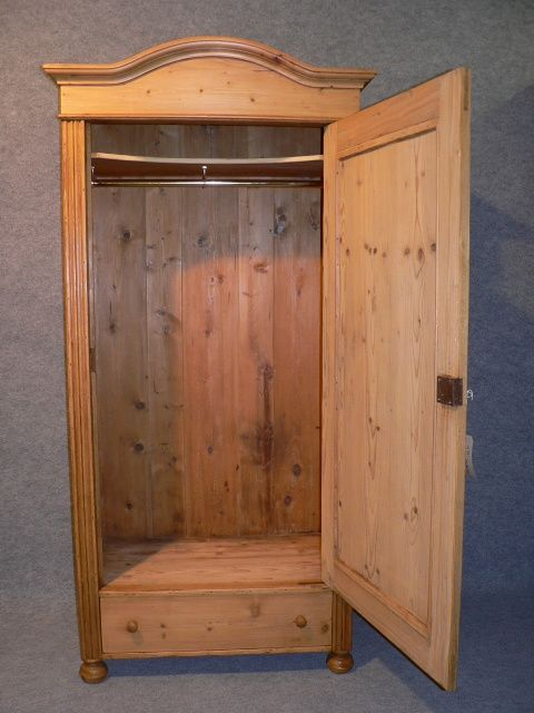 page load time 0.14 seconds - Small Antique Pine Wardrobe. 264783 Sellingantiques.co.uk
