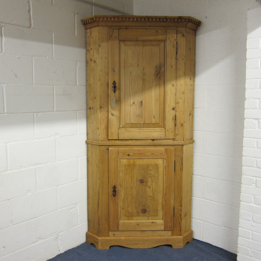 large antique pine corner cupboard - Large Antique Pine Corner Cupboard. 257014 Sellingantiques.co.uk