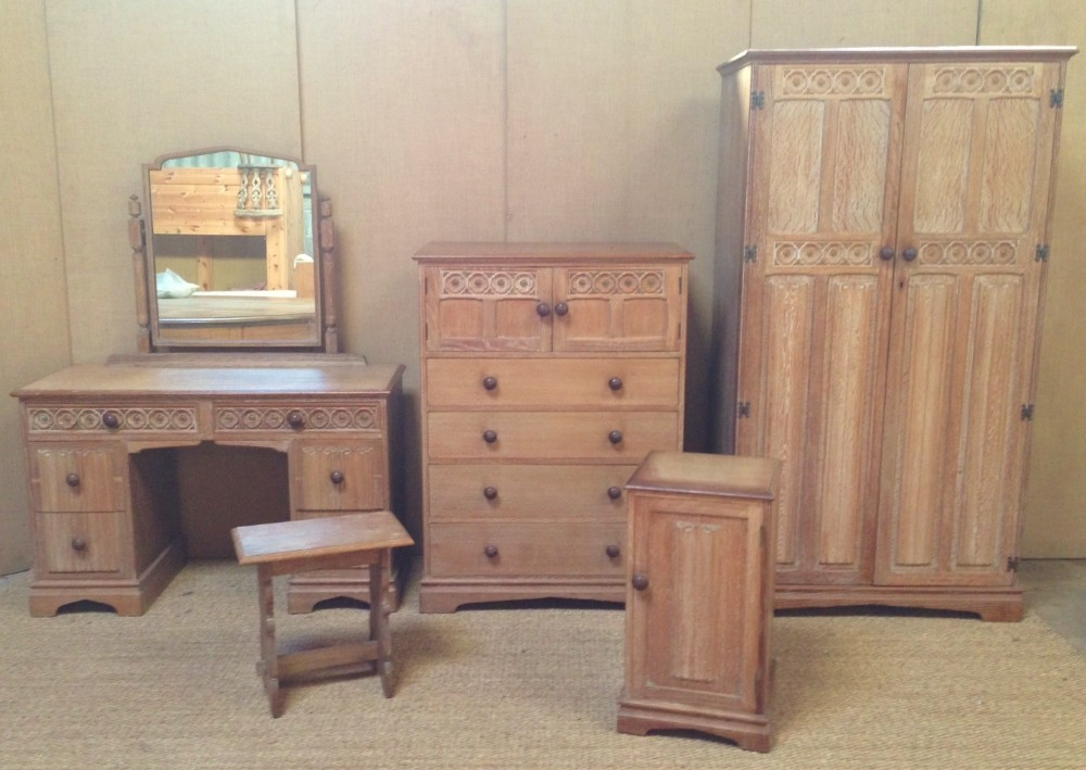 a good 1930s limed oak bedroom suite. A Good 1930 s Limed Oak Bedroom Suite    274686   Sellingantiques