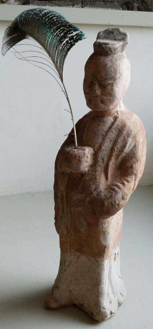 tang dynasty attendant figure 7th 10th century