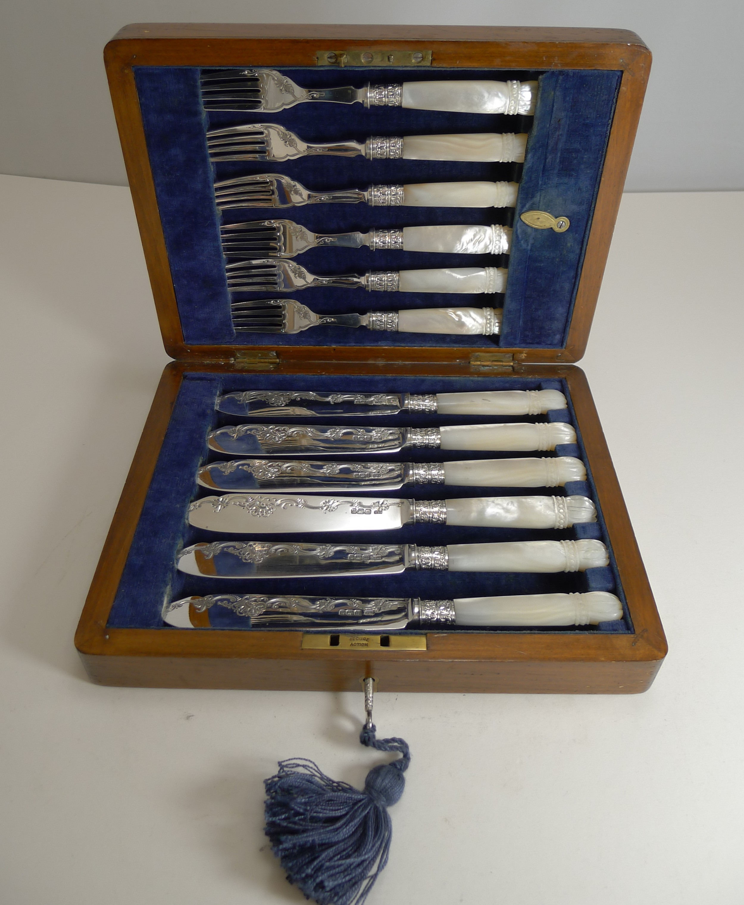 cased antique english sterling silver and mother of pearl fish cutlery 1904