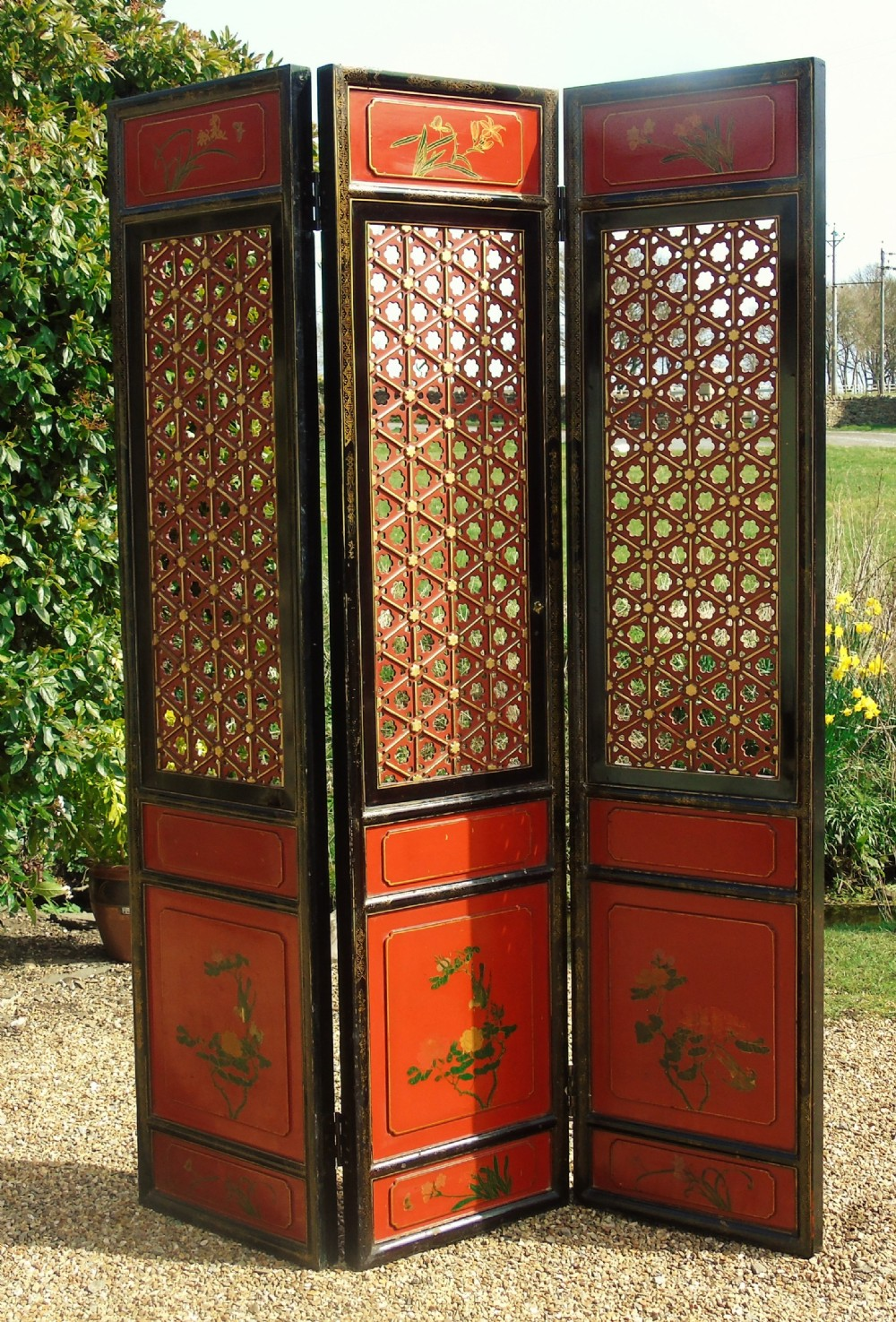 impressive antique chinese 3 panel gilt and red lacquer screen