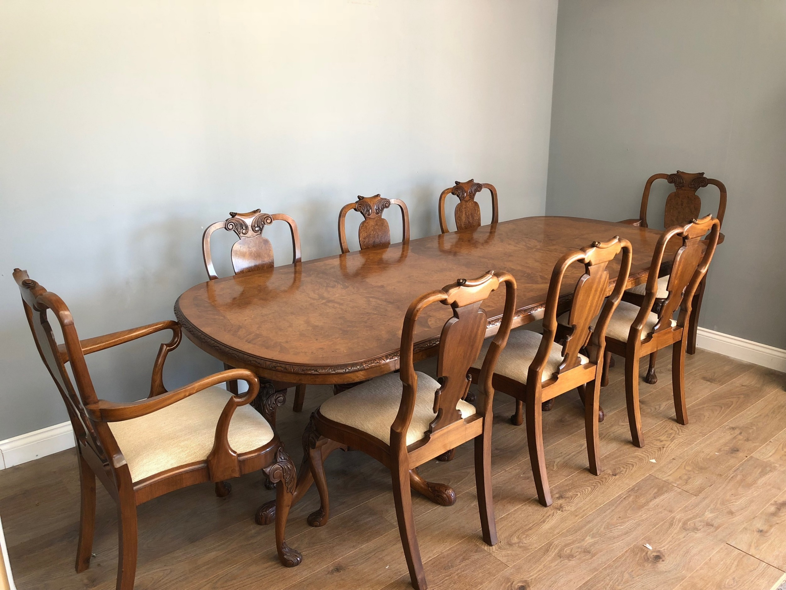 walnut queen anne style dining table and 8 chairs