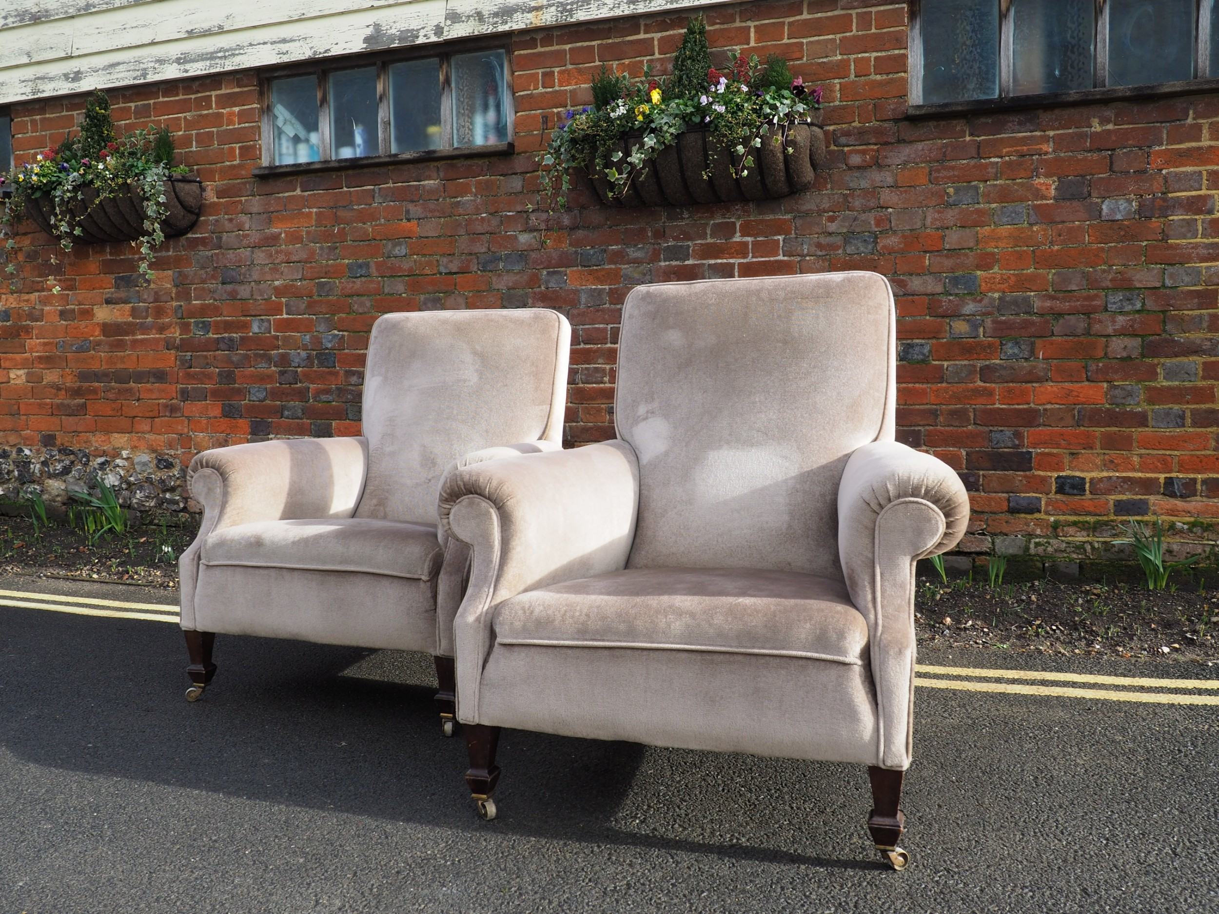 Pair Of Large Armchairs | 601408 | Sellingantiques.co.uk