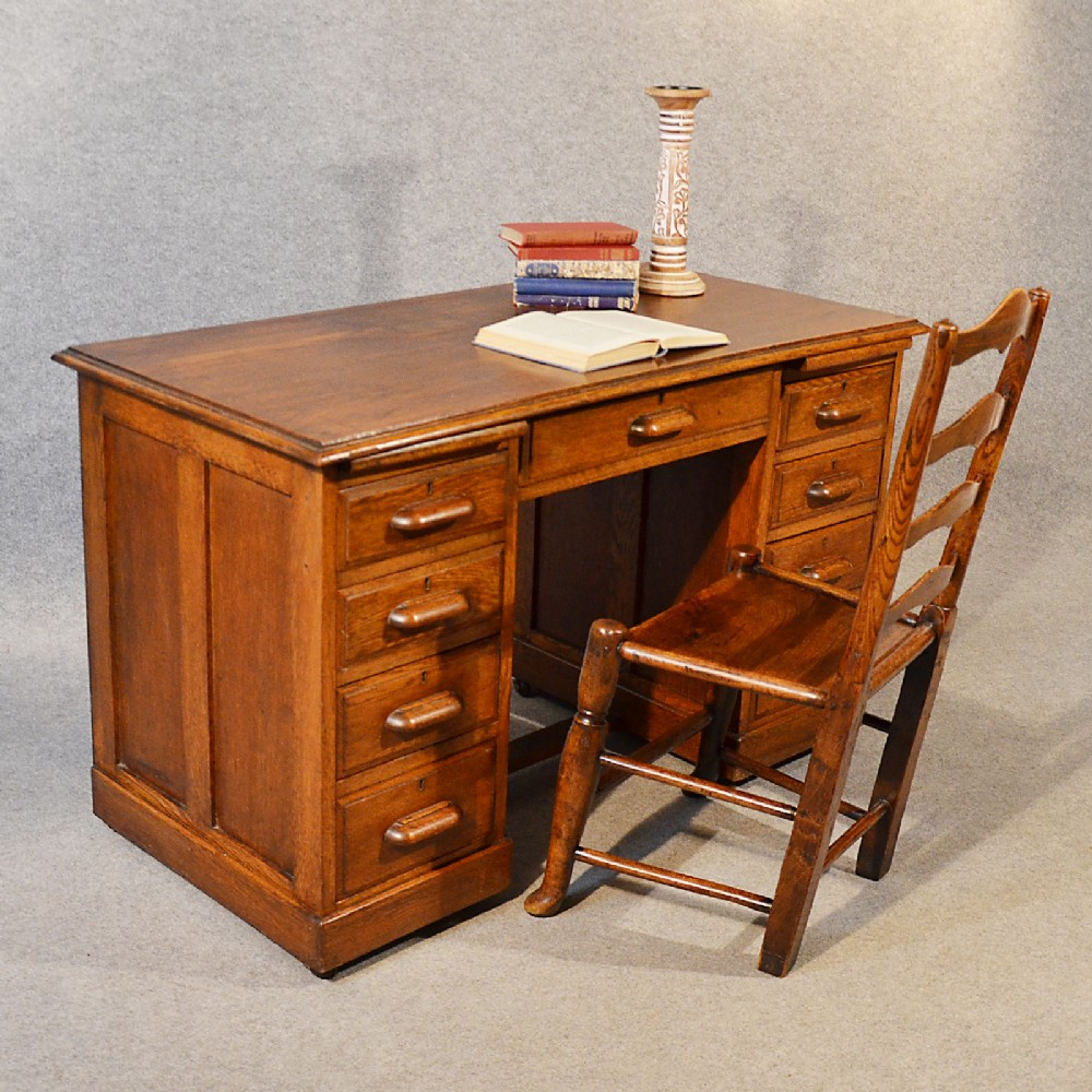 Antique Desk Victorian English - 265.8KB
