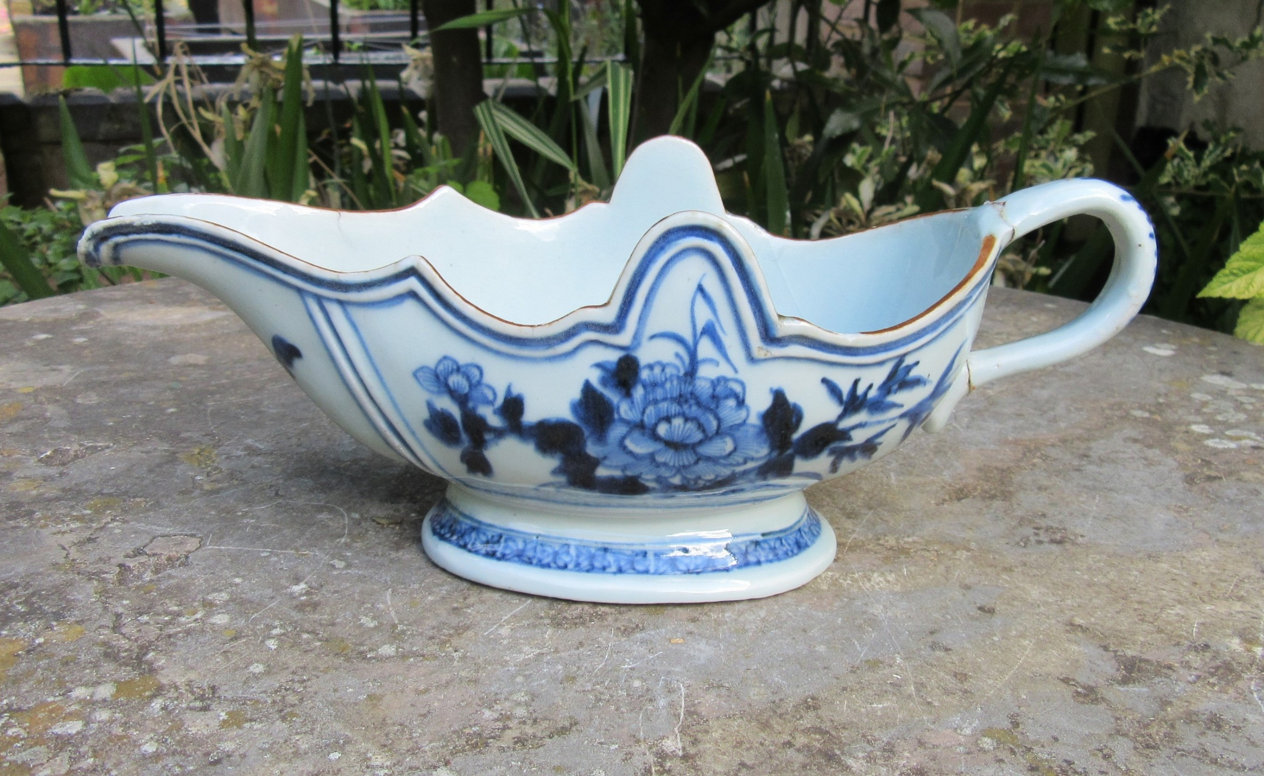 18th century chinese blue white porcelain sauce boat