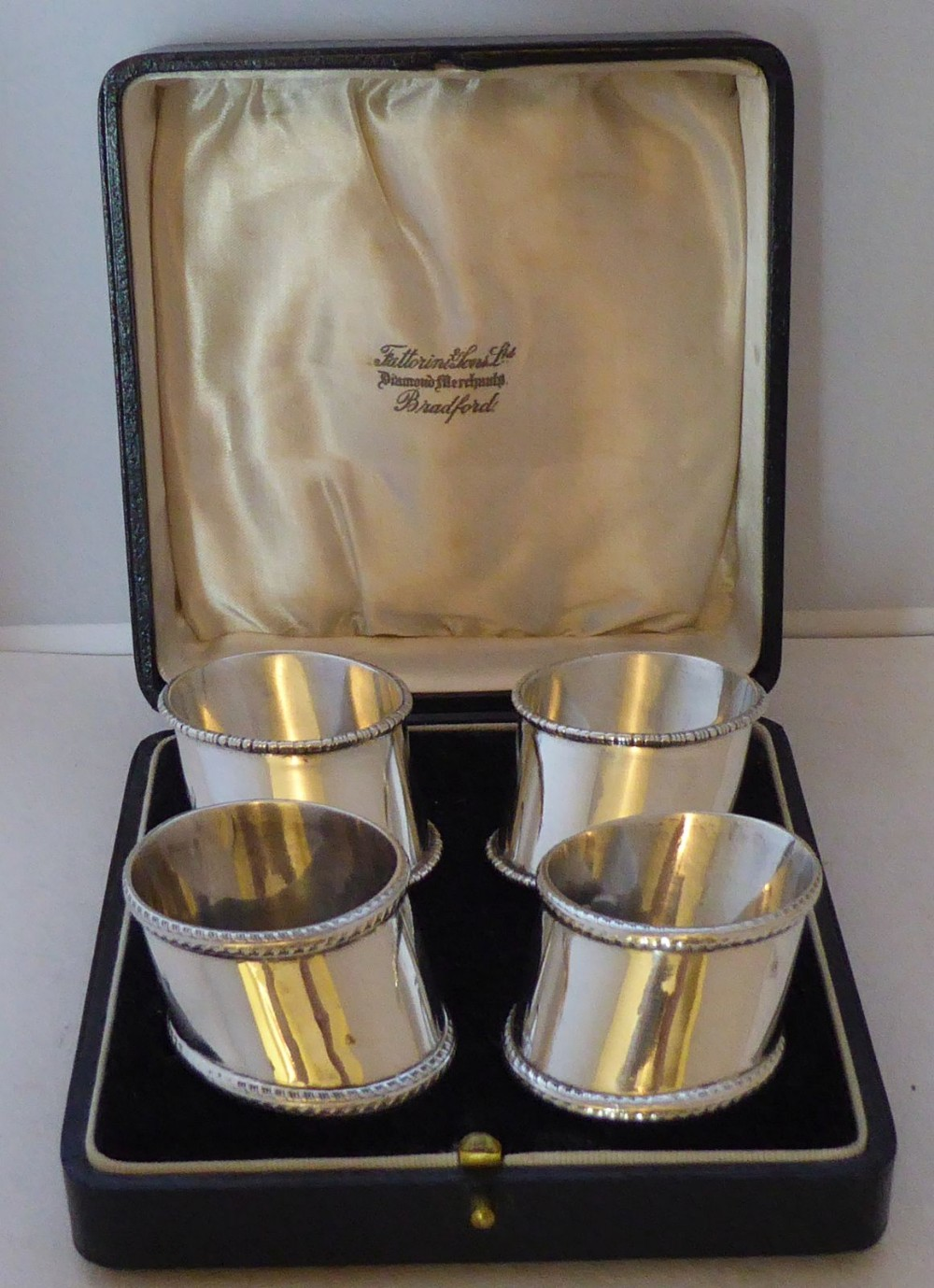 boxed set 4 birmingham 1910 hallmarked solid silver napkin rings serviette ring