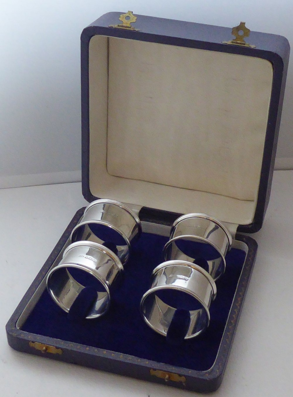 boxed set 4 hallmarked solid silver napkin rings serviette charles perry co