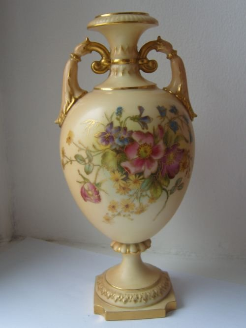 Lovely Royal Worcester Blush Ivory Vase 1912 129493