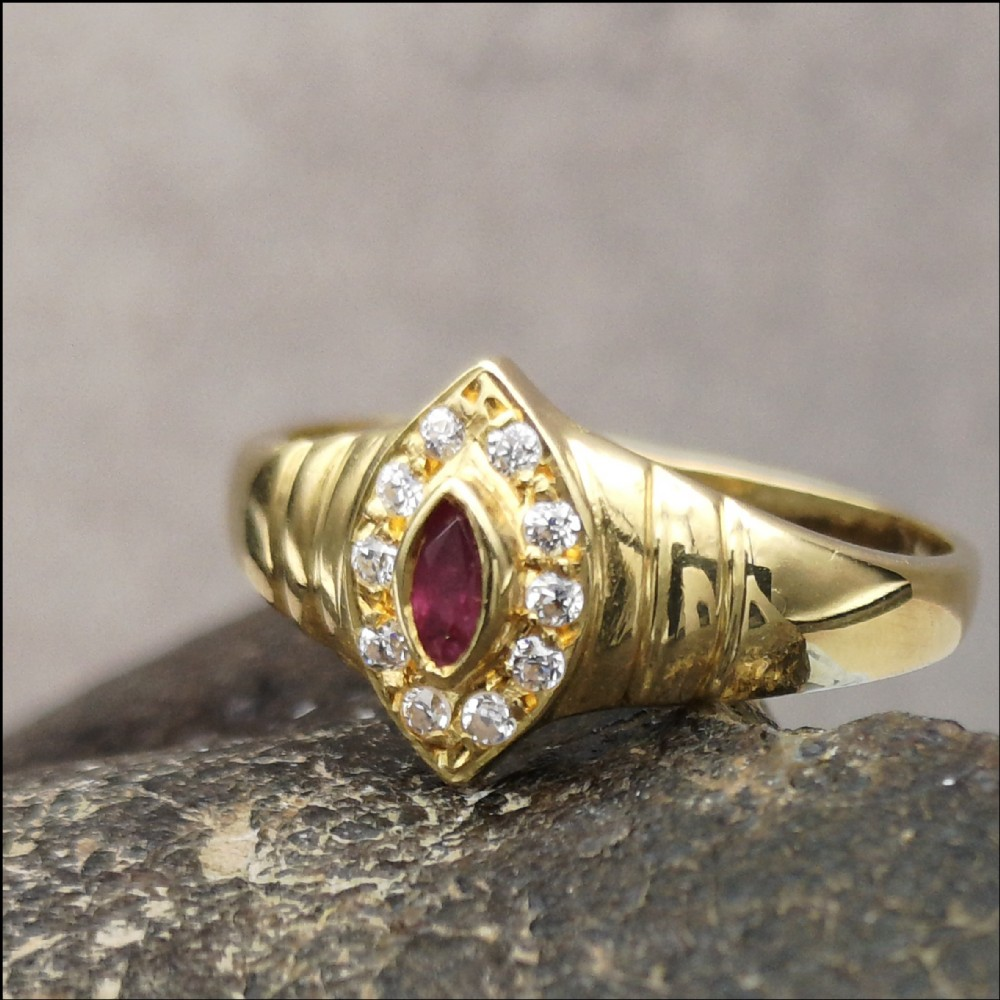 lovely 18ct gold marquise cut ruby diamond ring
