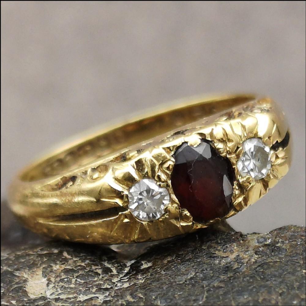 lovely vintage 18ct gold garnet and diamond ring