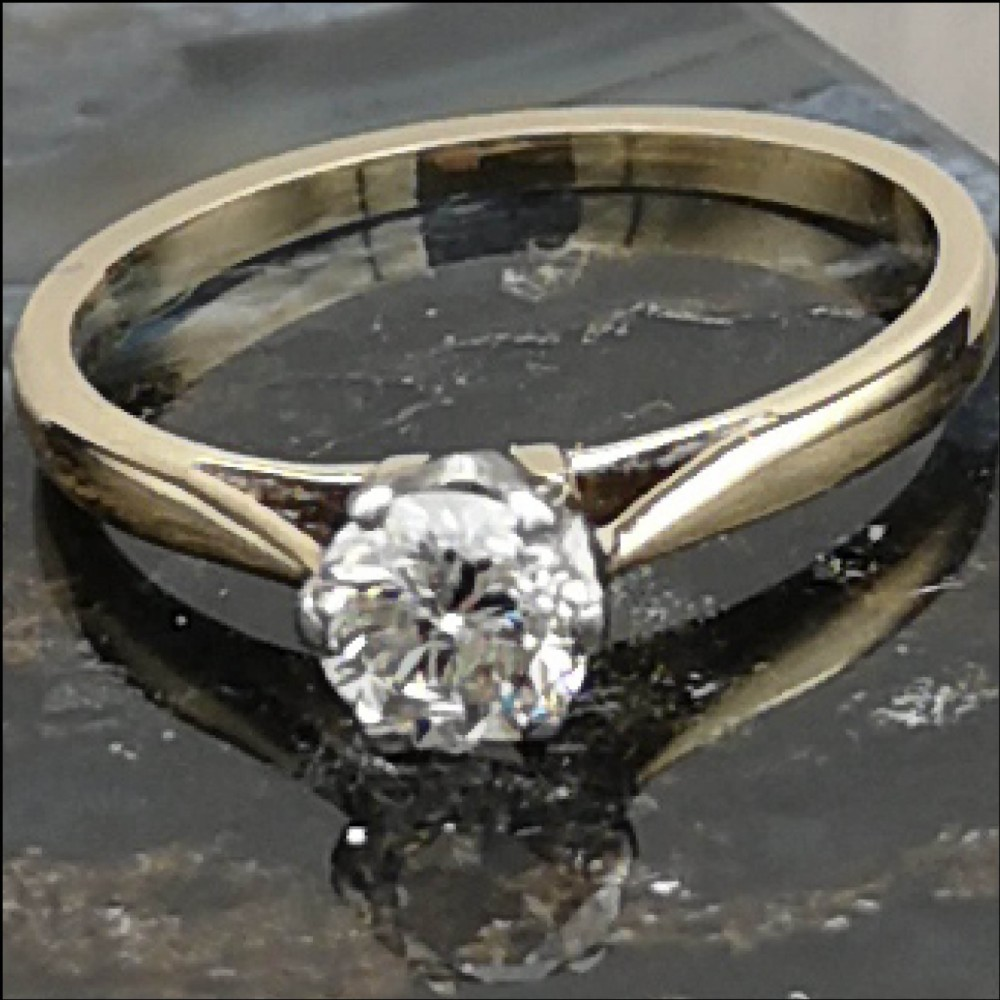 beautiful 18ct gold 05ct diamond solitaire ring