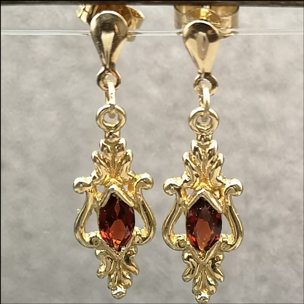 9ct gold pair of garnet drop earrings