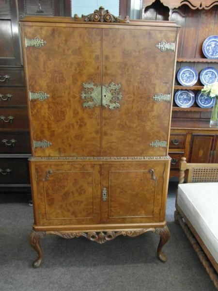 burr walnut drinks cabinet - Burr Walnut Drinks Cabinet 190381 Sellingantiques.co.uk