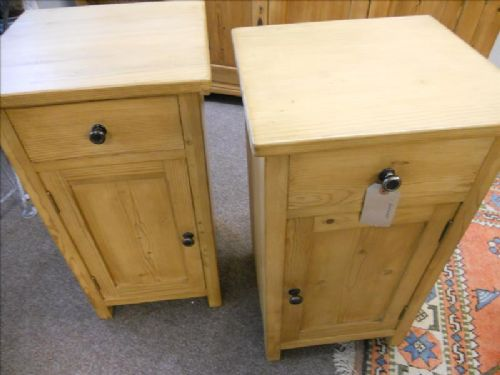 pair of pine bedside cabinets pot cupboards. antique photo - Pair Of Pine Bedside Cabinets / Pot Cupboards 375995