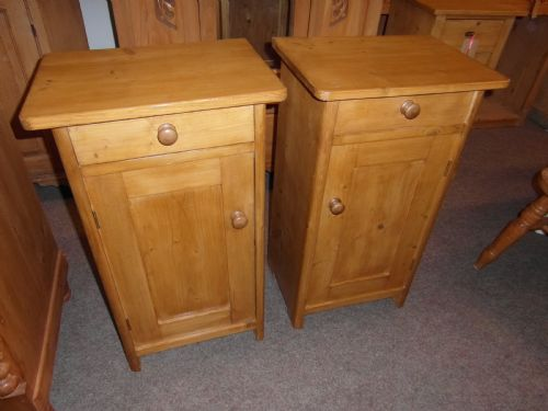 Antique Pine Bedside Cabinets - Antique Pine Bedside Cabinets - The UK's Largest Antiques Website