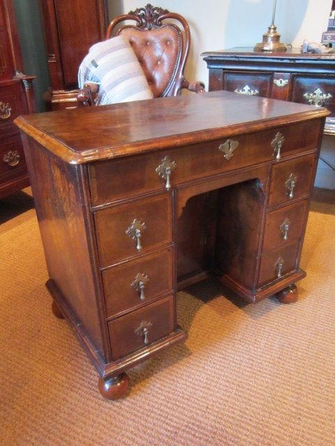 stunning william mary walnut kneehole desk - Stunning William & Mary Walnut Kneehole Desk 461842