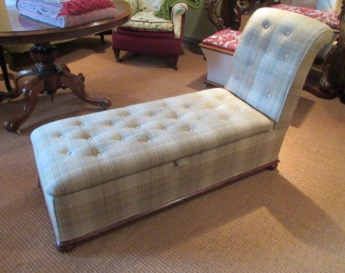 top quality victorian upholstered ottoman day bed