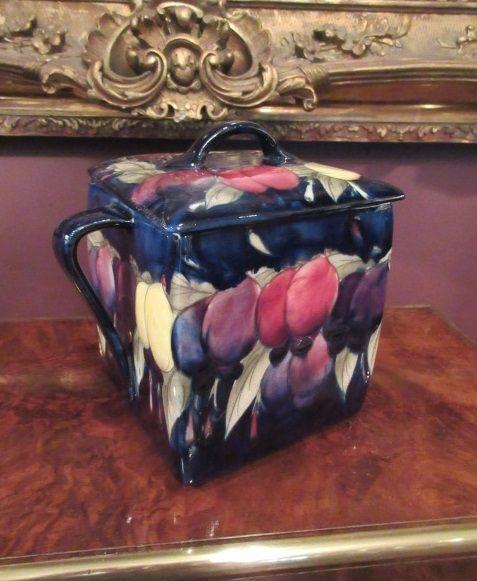 moorcroft wisteria twin handled box cover