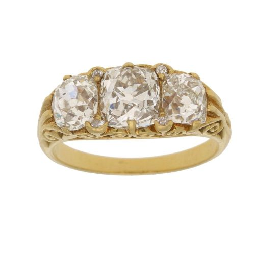 threestone diamond ring in yellow gold