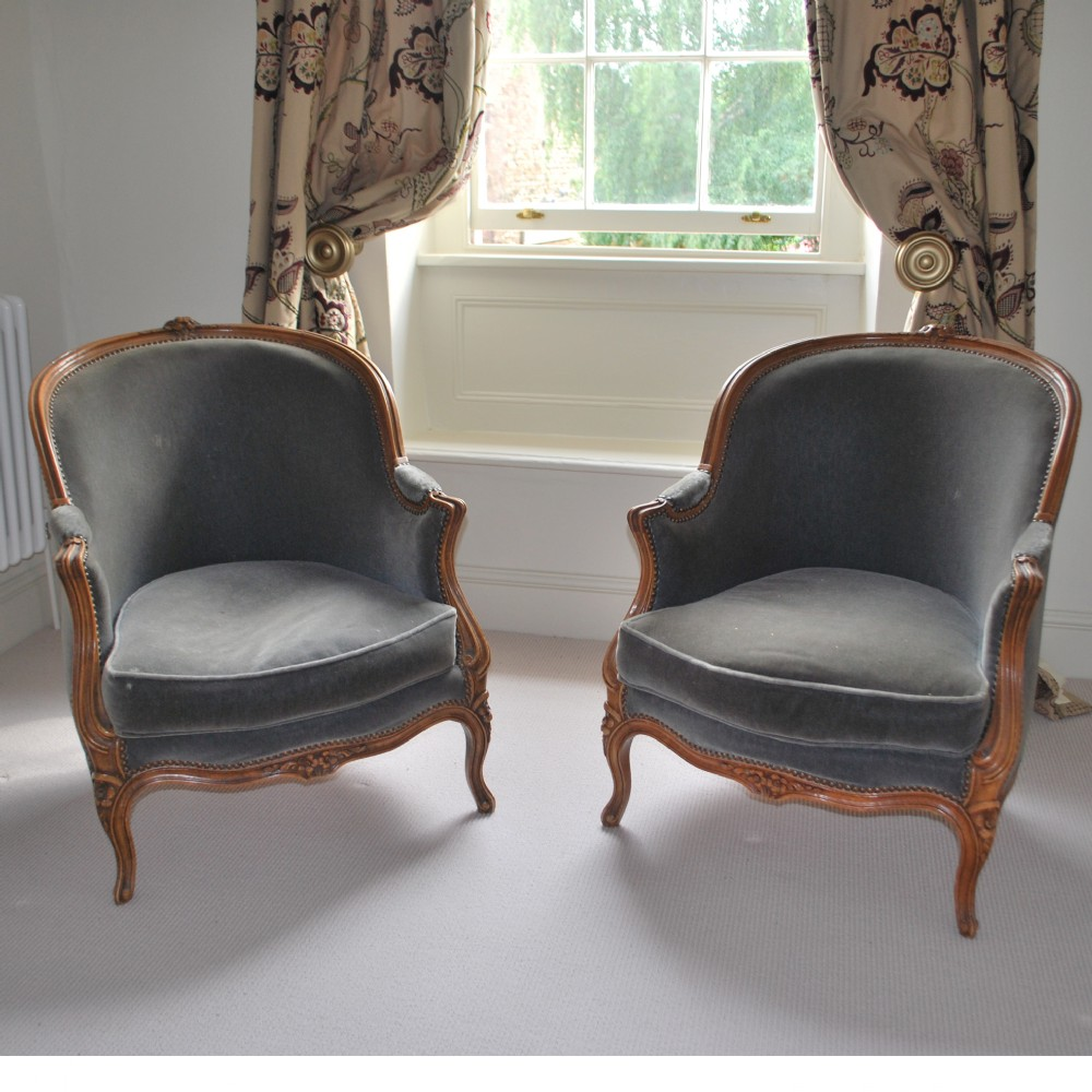 Charmant Pair Of French Antique Tub Chairs