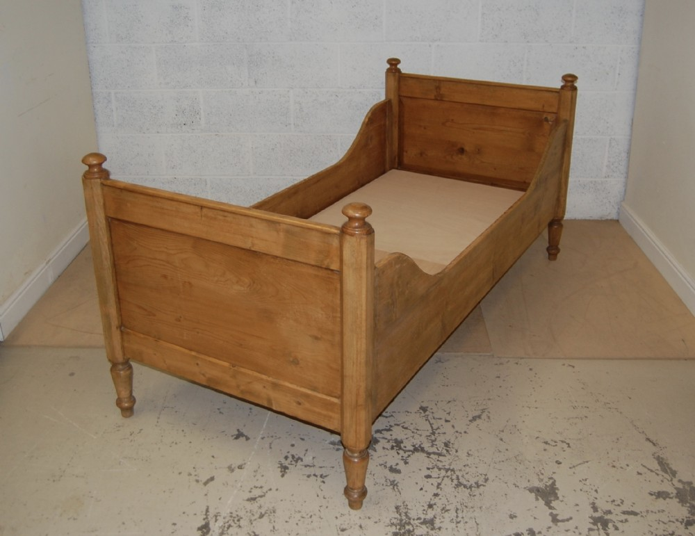 french pine bateau style daybed