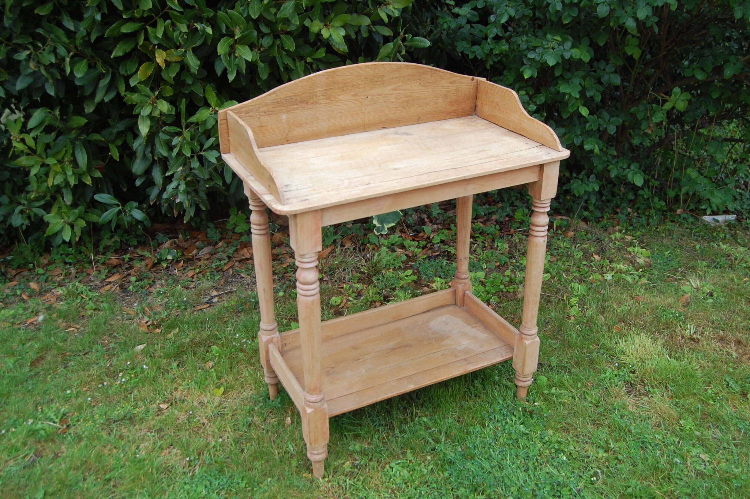 pine side wash stand
