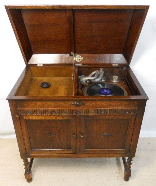 oak cased gramophone cabinet by gilbert. antique photo - Oak Cased Gramophone Cabinet By Gilbert 175414 Sellingantiques