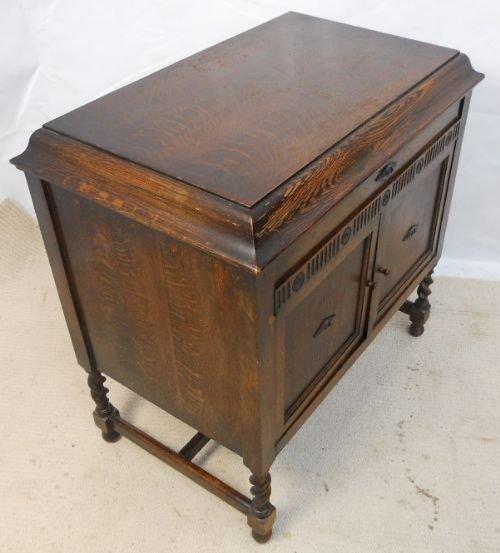 Declaration - Oak Cased Gramophone Cabinet By Gilbert 175414 Sellingantiques.co.uk