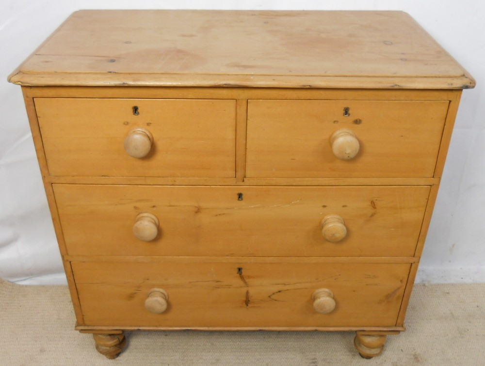 Victorian small pine chest of drawers